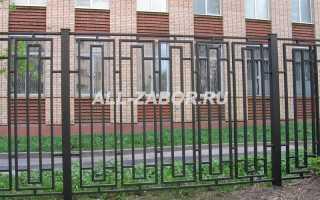 Забор из профильных труб