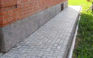 Укладка тротуарной плитки на бетонную отмостку